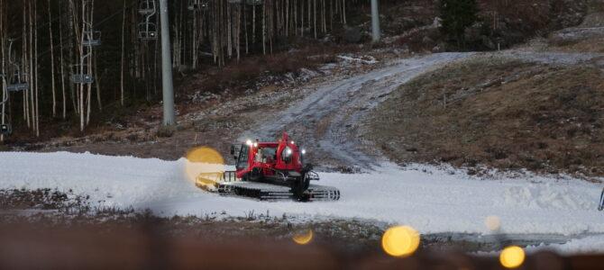 Snöbrist i Järvsöbacken inför premiären